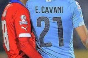 Esta fue la acción que provocó la expulsión de Cavani en los cuartos de final de la Copa América 2015 Foto:Getty Images. Imagen Por: