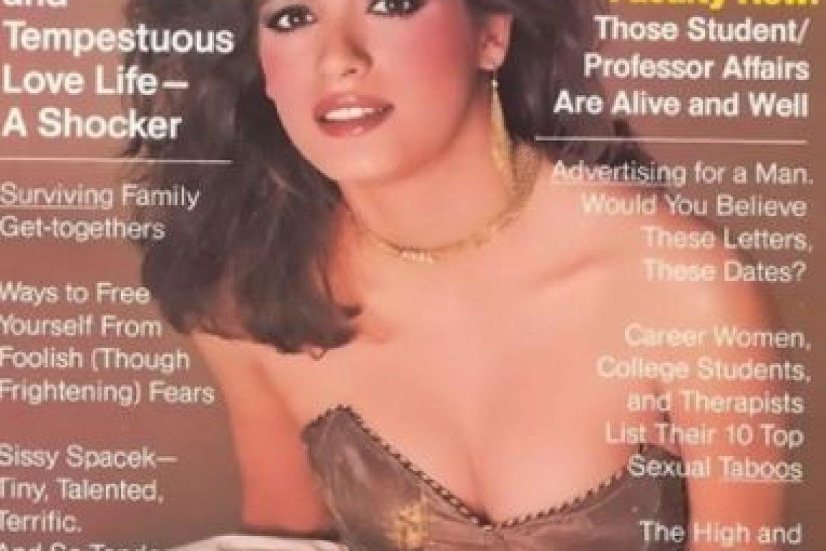 """Pero su abuso de drogas acabó con su carrera. Esta portada, por ejemplo, fue la que se hizo con """"Cosmopolitan"""". La última. Tuvieron que esconderle los brazos por las marcas de la aguja de la heroína. Foto:vía Cosmopolitan. Imagen Por:"""