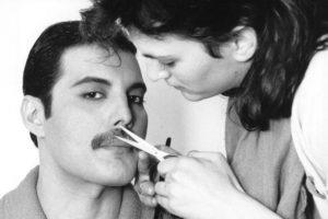 """En 1987 le diagnosticaron la enfermedad y él lo negó todo, pero la prensa británica se preguntaba por qué """"Queen"""" no hacía conciertos y por qué Mercury estaba tan desmejorado ni aparecía en público. Foto:vía Getty Images. Imagen Por:"""