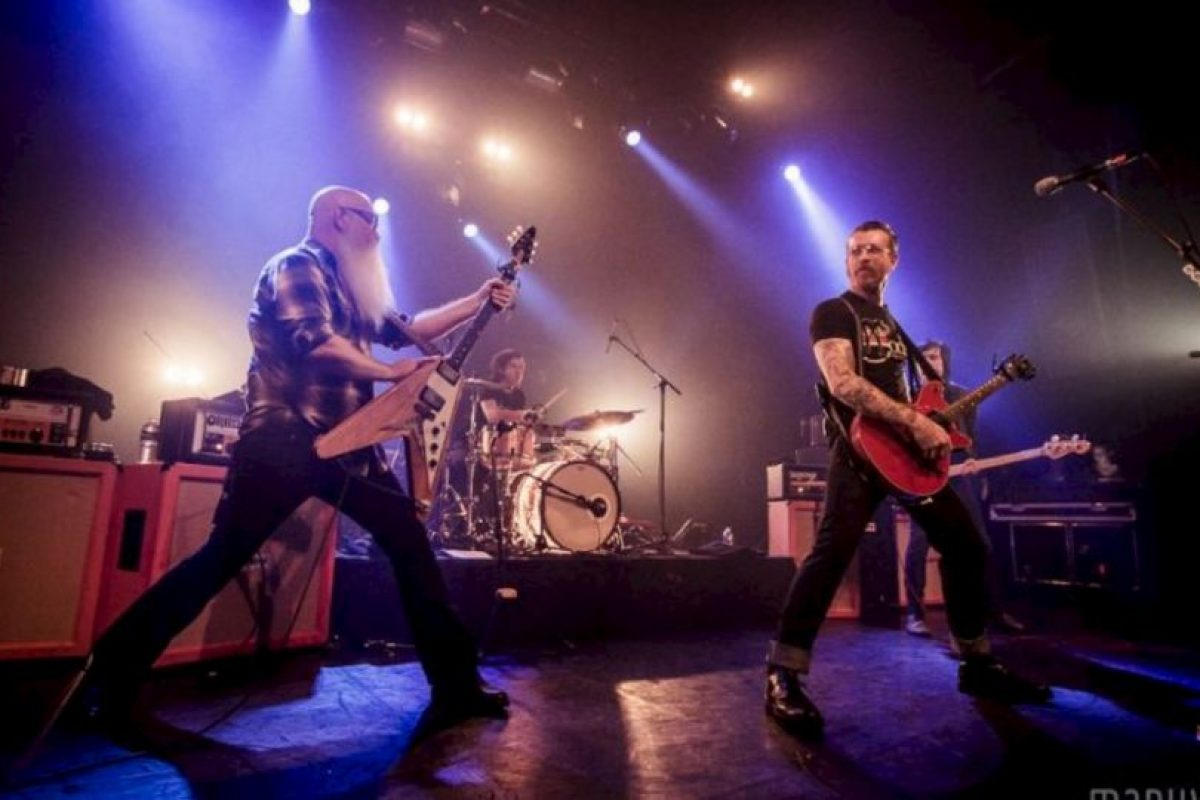 Antes de que todo fuera cruel, el concierto tenía un ambiente lleno de alegría. Foto:Vía Facebook.com/manuwino. Imagen Por: