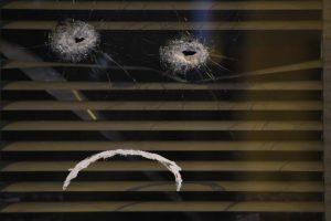 Intente ocultarse en paredes reforzadas o muros de carga Foto:AFP. Imagen Por: