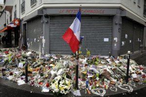 Como parte de los atentados del pasado viernes los terroristas atacaron restaurantes y bares parisinos. Foto:AFP. Imagen Por: