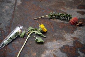 Ocultarse no significa estar seguro, porque las balas pueden atravesar metal, vidrio, madera Foto:AFP. Imagen Por: