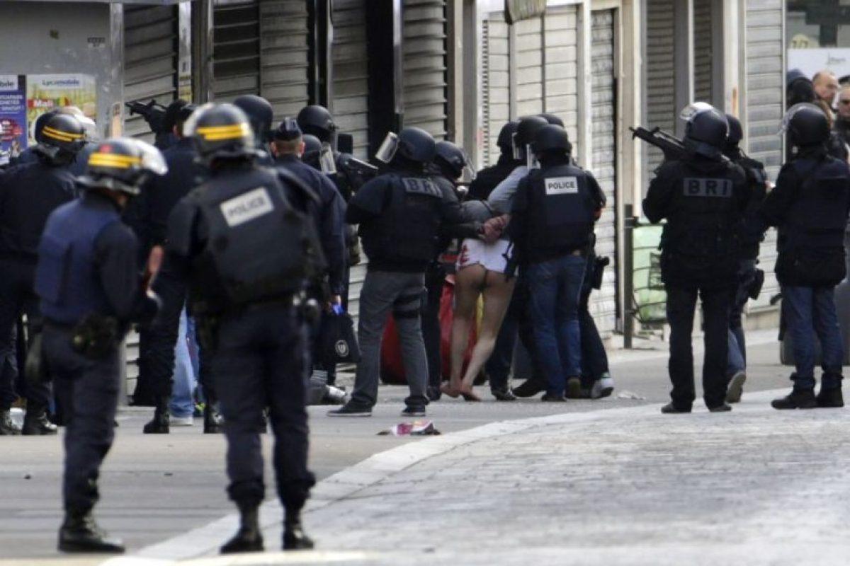 Sucedió ayer en el poblado de Saint Denis, al norte de París Foto:AFP. Imagen Por: