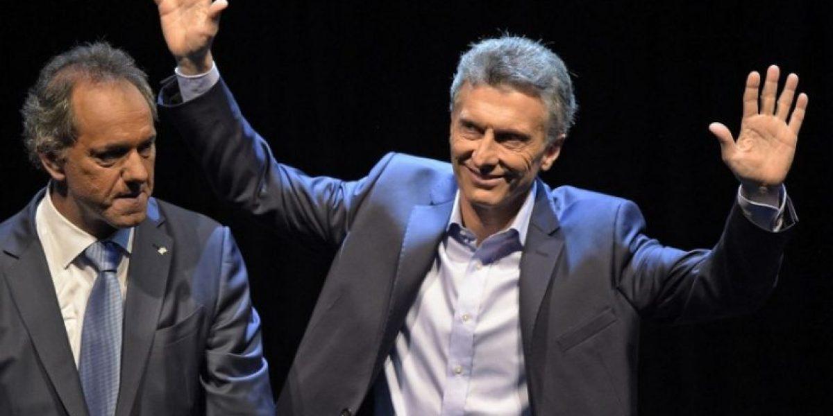 Macri cierra campaña triunfal en Argentina y Scioli busca remontar