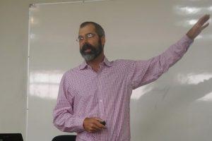 Bejamin Brooks (USGS) durante la charla que dictó en Santiago. Foto:Gentileza. Imagen Por: