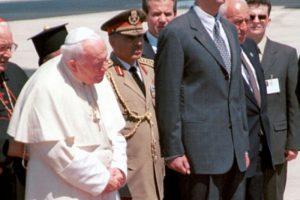1. Mayo de 2001, el presidente Bashar Al Assad daba la bienvenida al Papa Juan Pablo II Foto:Getty Images. Imagen Por: