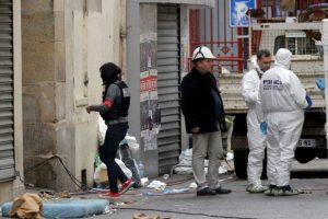 La Policía de París y los supuestos terroristas intercambiaron disparos por más de una hora. Foto:AP. Imagen Por: