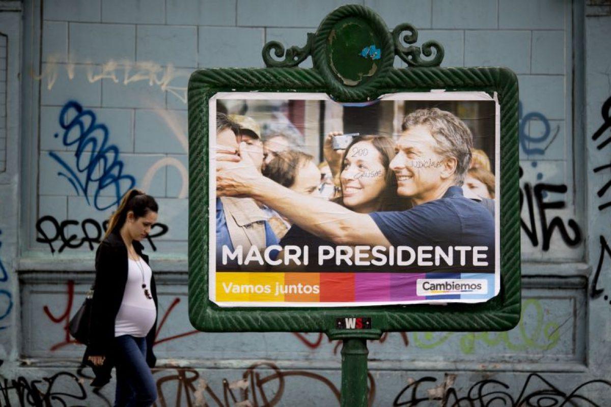 En el que diversos medios dieron como ganador a Mauricio Macri, quien en las encuestas previas al balotaje lleva una ventaja superior a seis puntos sobre Scioli Foto:AP. Imagen Por: