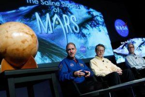 Aunque se descubrió que existió agua líquida en Marte, aún no se han descubierto lagos o mares en el planeta Foto: NASA. Imagen Por: