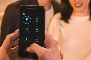La cámara posterior incluye características para tomar imágenes en modo profesional. Foto:HTC. Imagen Por: