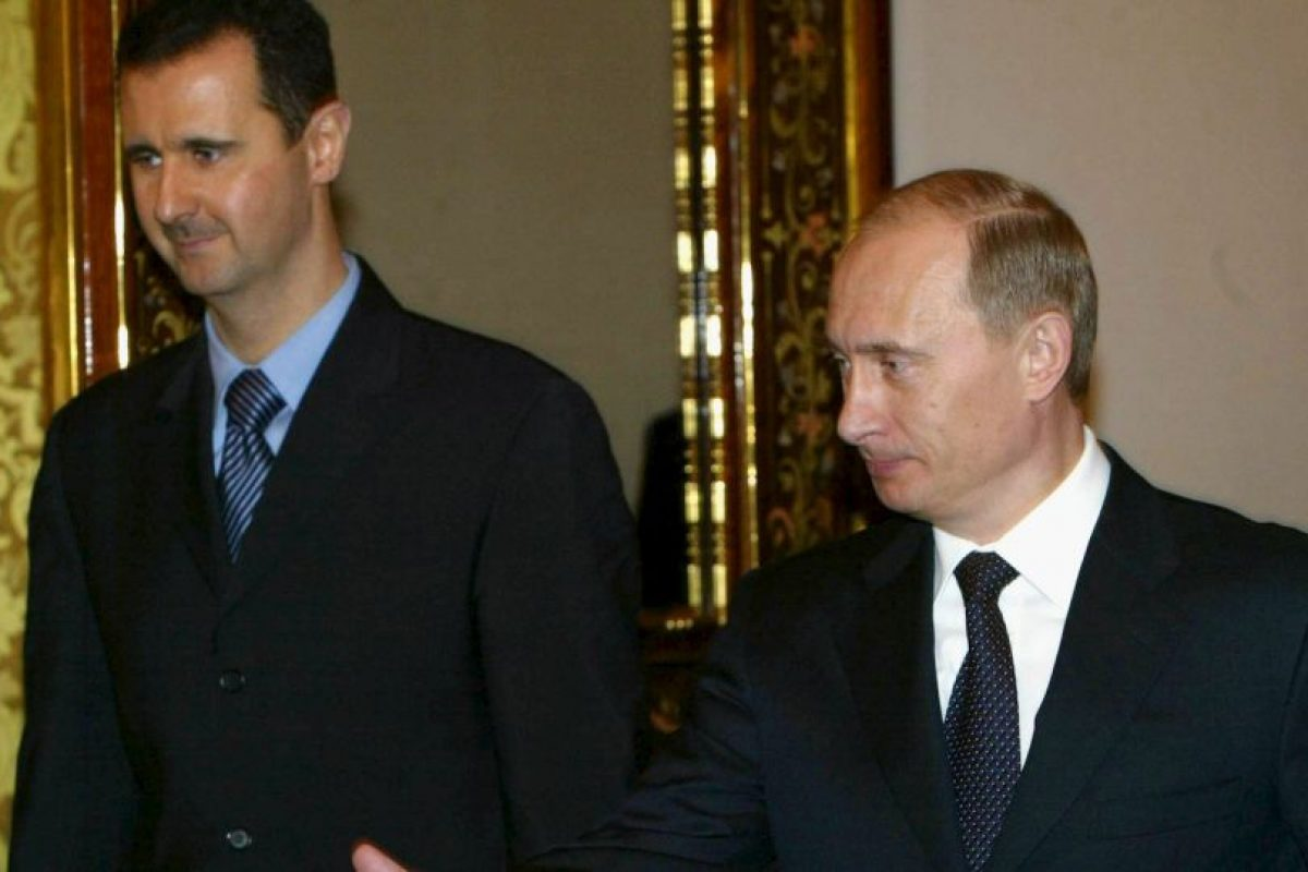 Y con el presidente Vladimir Putin en 2005; uno de sus más fuertes aliados hasta el momento Foto:Getty Images. Imagen Por: