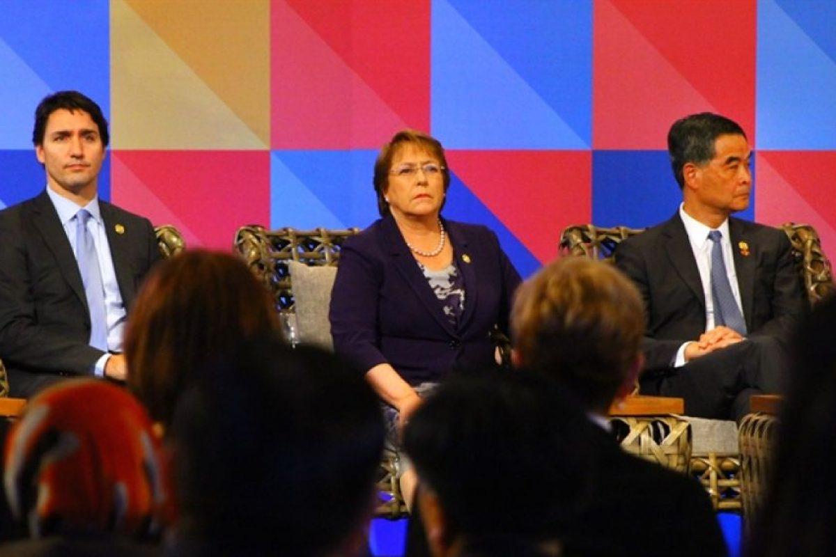 Aquí aparecen la Presidenta Michelle Bachelet y su par, Justin Tudreau en la reunión Abac con los líderes de la Apec Foto:Presidencia. Imagen Por: