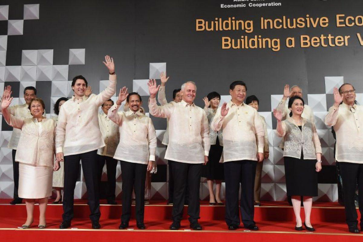 Aquí, Bachelet y Tudreau saludan antes de ir a comer. Invitaba el gobierno de Filipinas. Foto:Presidencia. Imagen Por: