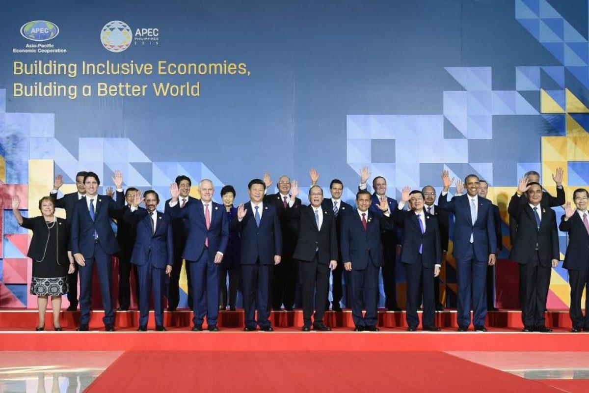 Michelle Bachelet y su par, Justin Tudreau en la foto oficial. Las miradas delatan una buena relación entre ambos Foto:Presidencia. Imagen Por: