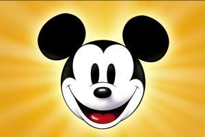 """El ratón Mickey no siempre fue tierno, amoroso y un adalid de pureza y dulzura. Por cuestiones de su época que no eran vistas como políticamente incorrectas o por apoyar ciertos conflictos de su país, Mickey tiene un pasado """"non sancto"""". Foto:vía Disney. Imagen Por:"""