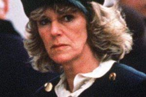No sería una belleza como Diana, pero tenía humor negro, ardor e ingenio. Cosas que no le podía ofrecer una ingenua Diana a Carlos. Foto:vía Getty Images. Imagen Por: