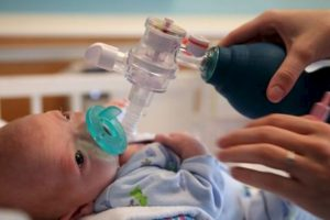 Su madre aprendió a lactar con él a pesar de su condición. Foto:vía AP. Imagen Por: