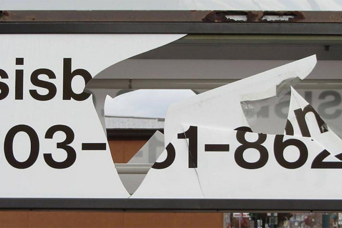Y rompiendo dos veces el mismo señalamiento. Foto:Vía facebook.com/IsisBooks. Imagen Por: