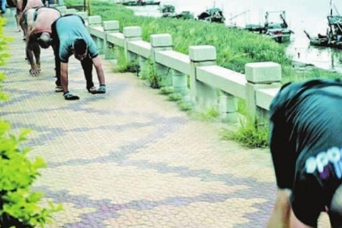"""Incluso, en China tienen el Récord Guiness en velocidad caminando en """"cuatro patas"""". Foto:Vía ChinaNews. Imagen Por:"""