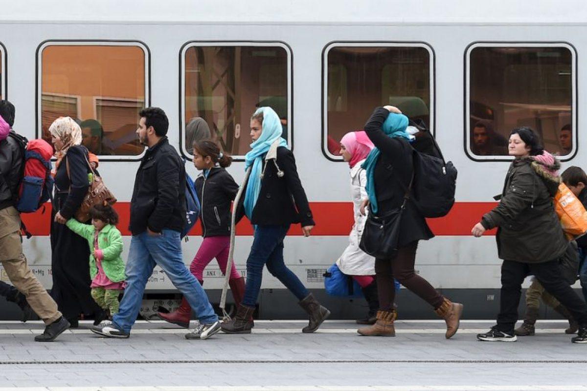 Migrantes y refugiados en la frontera entre Grecia y Macedonia. Foto:AFP. Imagen Por: