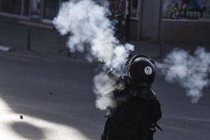 Los partidarios de la oposición se enfrentaron a los policías antidisturbios. Foto:AFP. Imagen Por: