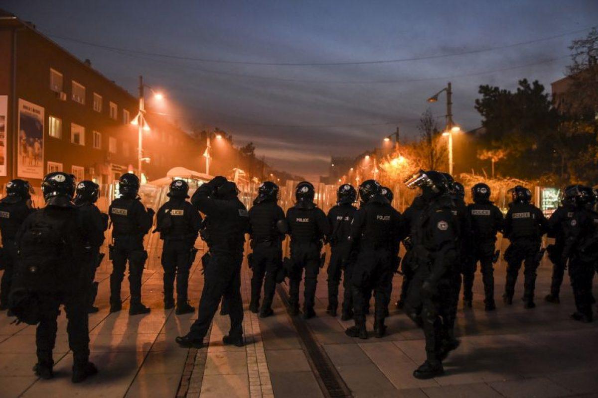 Diputados de la oposición han paralizado las sesiones parlamentarias de semana, en un intento de frustrar el diálogo auspiciado por la Unión Europea y los acuerdos con Serbia, el país del que Kosovo se separó y declaró su independencia en 2008. Foto:AFP. Imagen Por: