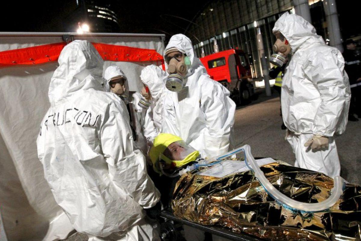 El operativo en Saint Denis, Francia, que terminó don dos muertos y siete detenidos. Foto:AFP. Imagen Por: