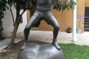 """Una estatua del """"Chapulín Colorado"""". Foto:Nicolás Corte. Imagen Por:"""