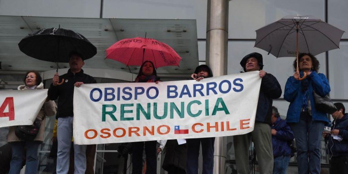 Así son las manifestaciones contra obispo de Osorno Juan Barros en tribunales