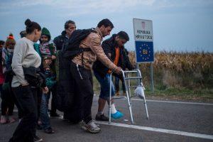 """9. Según la ACNUR, """"solamente en octubre, el 93,5 por ciento de los solicitantes de asilo provino de los principales cinco países de los que proceden los refugiados, incluidos un 53,5 por ciento de Siria, un 29,6 por ciento de Afganistán y un 9,9 por ciento de Irak"""". Foto:Getty Images. Imagen Por:"""