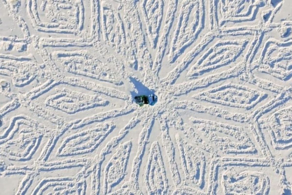 Su arte ha sido tan bien visto que también realiza figuras en la playa. Foto:Vía Facebook/snowart8848. Imagen Por: