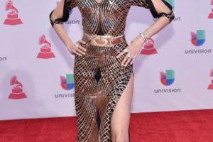 Este vestido de Bianca Blanco es inentendible. Cortes, cinturón, abertura. Algo más y le pone pedrería. Foto:vía Getty Images. Imagen Por: