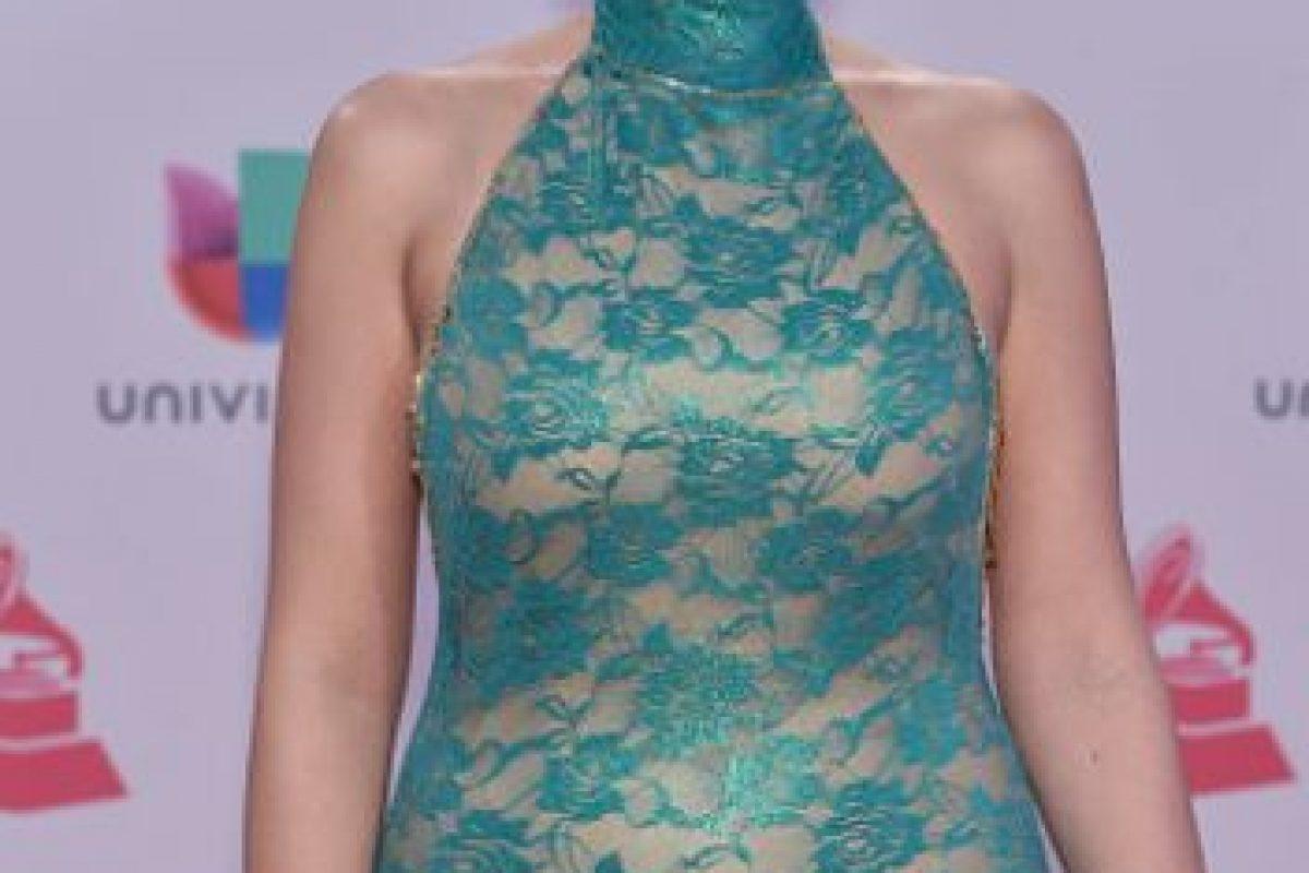 El problema del vestido de Leslie Cartaya es el color, el nude y el cuello. El vestido habría podido ser mejor si hubiesen buscado otra fórmula arriba. Foto:vía Getty Images. Imagen Por: