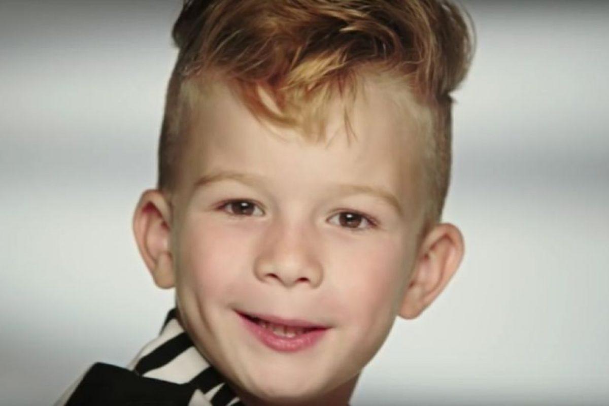 1. El niño que causó polémica por jugar con una Barbie en comercial de Moschino Foto:Vía Youtube. Imagen Por: