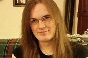Ashley Hallstrom, de 26 años de edad, decidió suicidarse y revelar la razón que la llevó a quitarse la vida con un post en Facebook. Foto:Vía Facebook. Imagen Por: