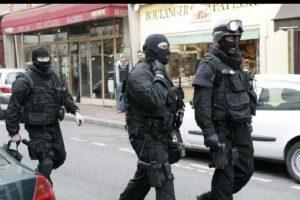 El agente Jeremy aseguró que en el lugar se encontraban tres terroristas. Foto:Vía facebook.com/BRI. Imagen Por: