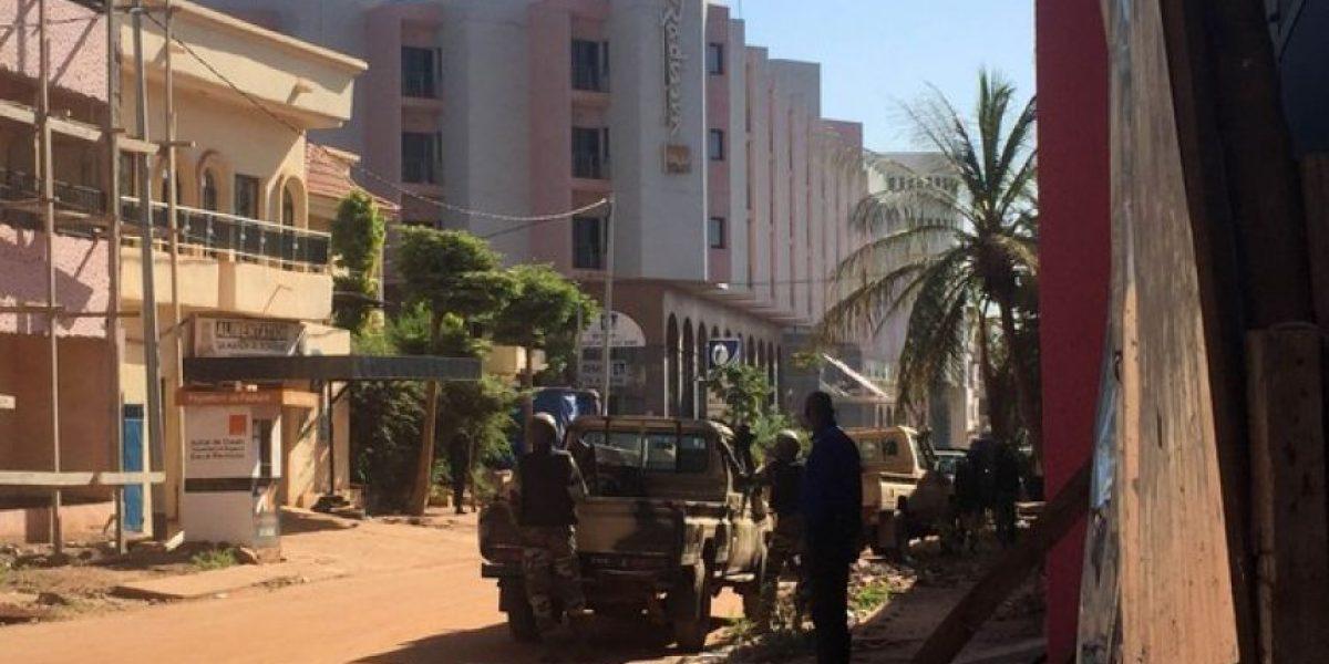 Hombres armados toman 170 rehenes en hotel de lujo en Mali