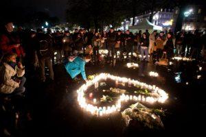 La gente lucha por encontrar la paz. Foto:AFP. Imagen Por: