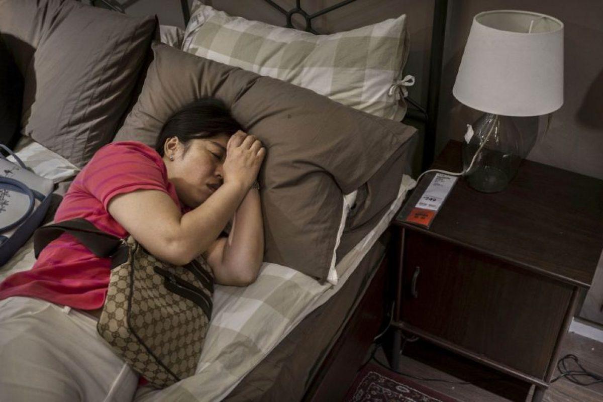 Uno de los hallazgos más importantes del estudio expuso que los hombres solían tener problemas para dormir e incluso tomaban pastillas para lograr conciliar el sueño. Foto:Getty Images. Imagen Por: