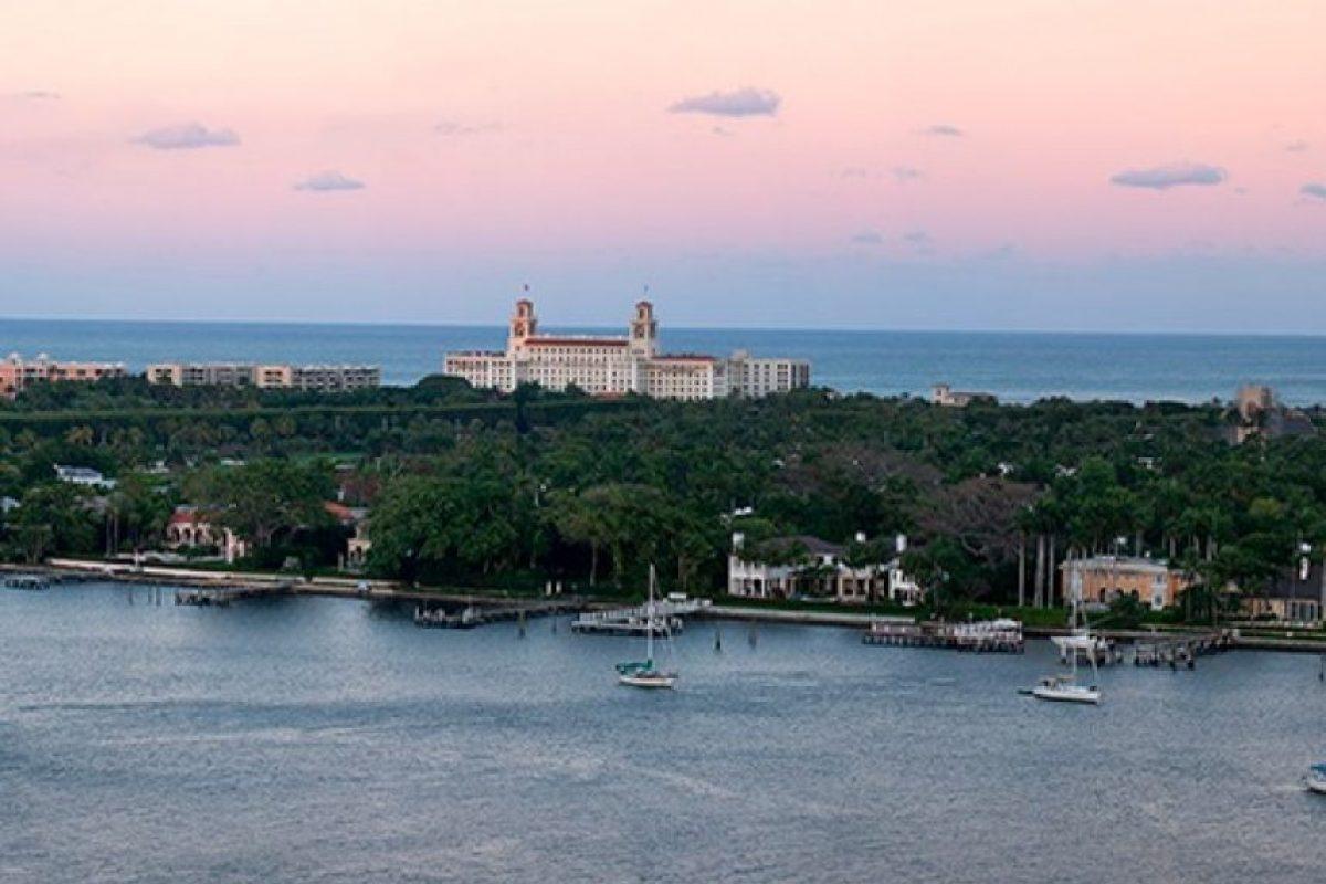 El lugar fue elegido estratégicamente para evitar que los paparazzi puedan irrumpir en la propiedad. Foto:www.thebreakers.com. Imagen Por: