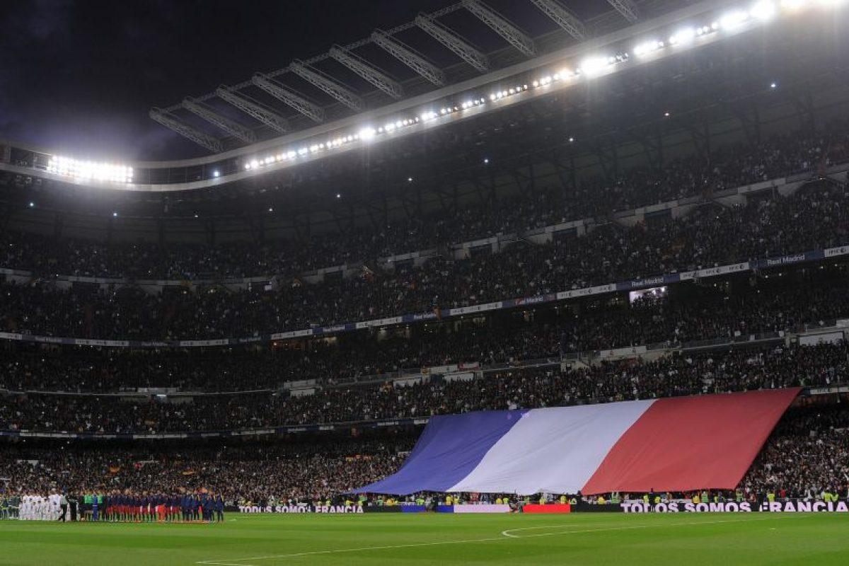 Al principio del encuentro se rindió un tributo a las víctimas en Francia de los ataques terroristas Foto:Getty Images. Imagen Por: