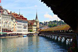 3. Por su parte en Suiza se paga 159 dólares para adquirir este documento. Foto:Vía flickr.com. Imagen Por: