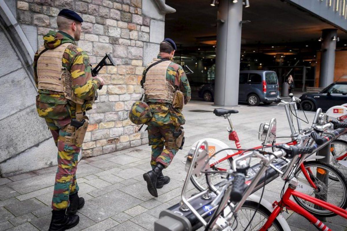 Se cree que uno de los sospechosos está armado con explosivos. Foto:AFPAFP. Imagen Por: