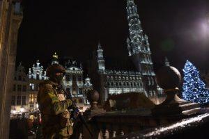 Bélgica esta en búsqueda de dos terroristas prófugos vinculados con los atentados en París Foto:AFP. Imagen Por: