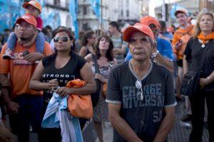 Seguidores de Daniel Scioli el conteo de la Dirección Nacional Electoral Foto:AP. Imagen Por: