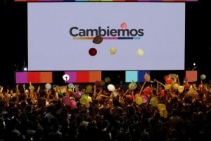 """Por otro lado, los seguidores de Mauricio Macri festejan en el búnker de """"Cambiemos"""" Foto:AP. Imagen Por:"""