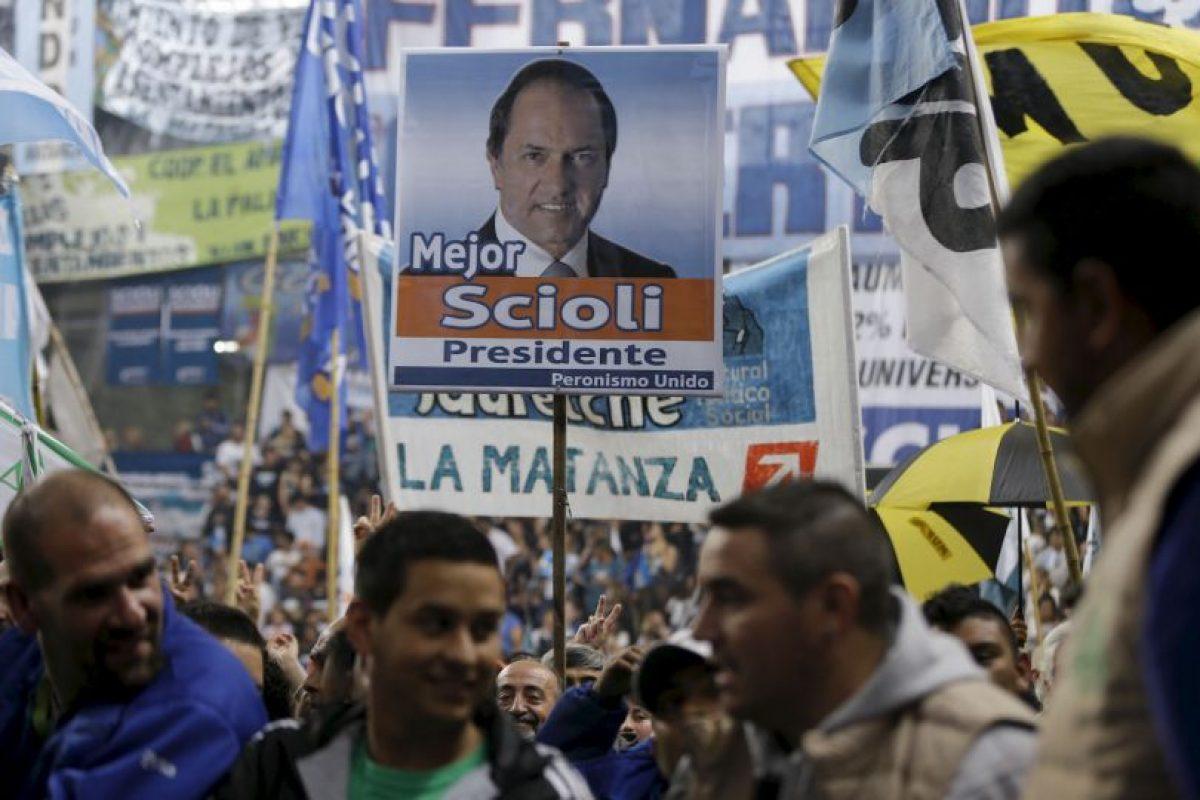 La primera vuelta electoral se celebró el pasado 25 de octubre, y tuvo resultados muy reñidos Foto:AP. Imagen Por: