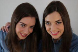 """Ella es su segunda """"extraña gemela"""". Foto:Vía Twin Strangers. Imagen Por:"""