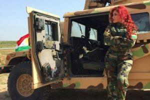 """Esto, debido a su intento por conseguir apoyo mundial para la causa kurda mediante sus canciones y videos """"revolucionarios"""". Foto:Vía Instagram/@hellyluv. Imagen Por:"""